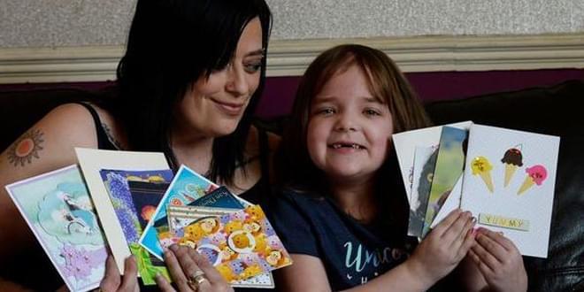 英7岁女童脑癌晚期获网友送祝福卡片