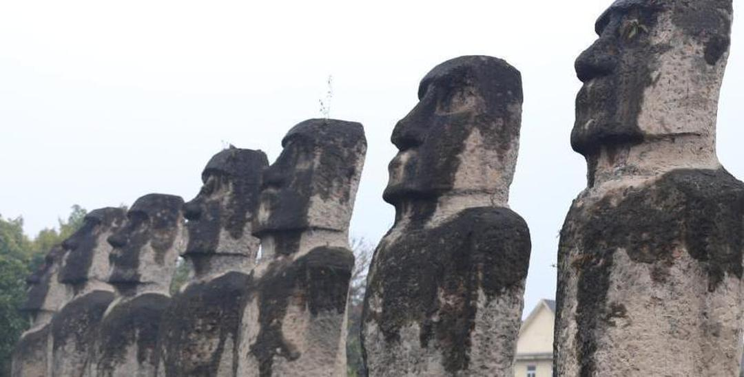 成都高校现山寨版复活节岛石像 引网友围观