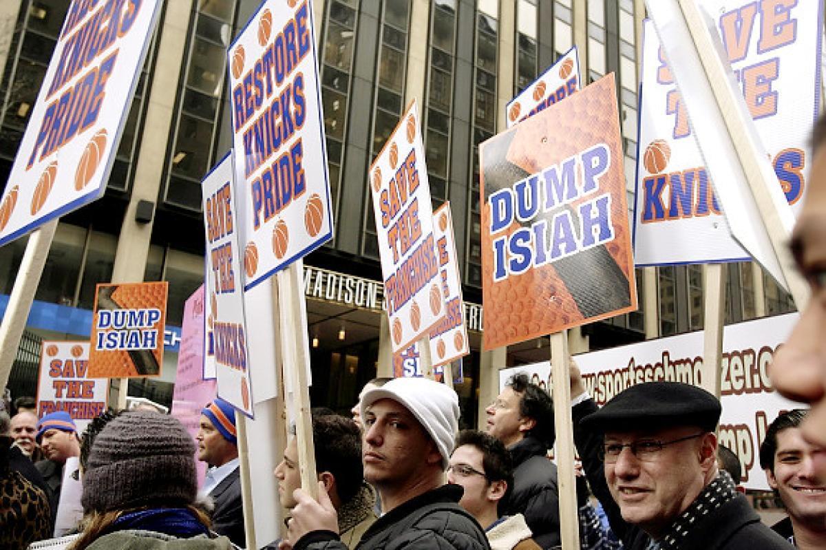 尼克斯球迷游行示威要求托马斯滚蛋