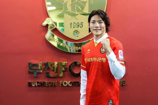 K2球队官方宣布金亨镒加盟 效力恒大半年0出场