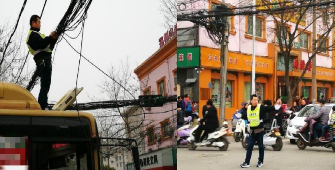 电缆垂落 公交车长爬上车顶修电缆