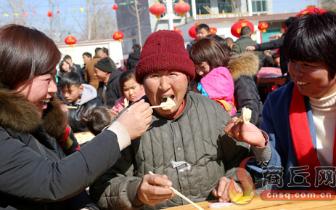 """宁陵:千名村民同吃""""百家宴"""" 欢乐迎新年"""