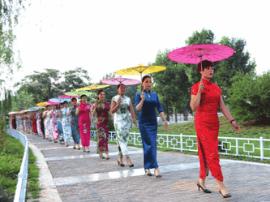 肥乡组织巾帼志愿者举办模特走秀活动