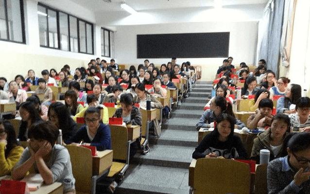 76.0%受访者表示身边大学生功利性选课现象普遍