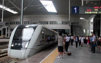 福州火车站近期加开一批假日动车 助市民出游