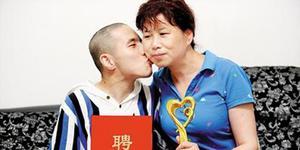 虎妈20年魔鬼训练 重度脑瘫儿考取全国翻译证书