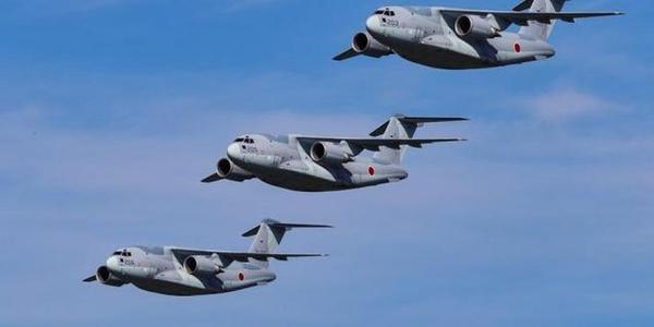 日本C2运输机四机编队同框飞行