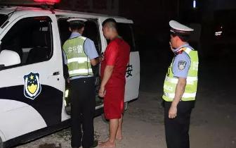 防城港:司机酒驾被查跑掉鞋 逃进院子仍被抓