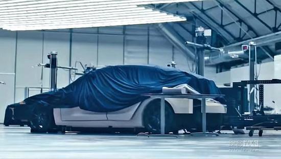 在特斯拉2018年品牌宣传片中,曾经展示过疑似Model Y车型