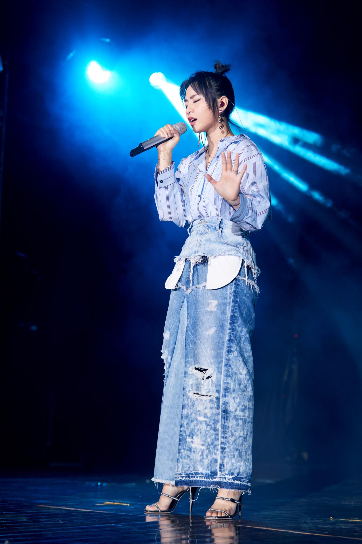 周笔畅上海高校谈唱会 分享作为普通人的生活状态