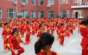 """塔南路小学举行""""欢乐腰鼓  舞蹈童年""""庆六一校园艺术"""