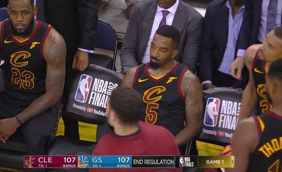 JR的脑回路谁也不懂…关键篮板抢下来不投篮不传球不暂停…LBJ急得跳脚也没用