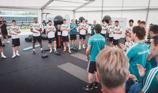 德国全队祝贺克罗斯欧冠3连霸 有些球员各怀鬼胎