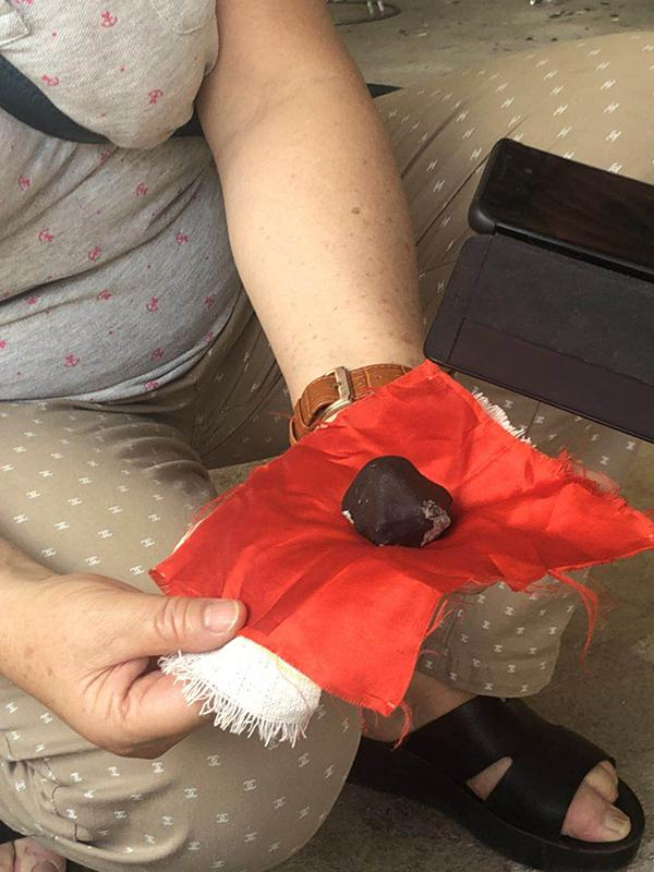 云南勐海找到200多块陨石 现场售价1克超2000元
