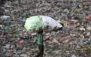 印度新德里垃圾堆积如山