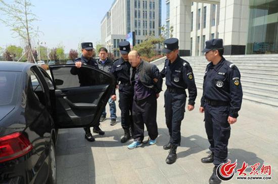 山东一男子冒充警察抢走48箱雷管 潜逃21年后被抓