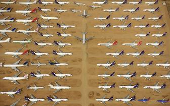 """航拍加州汽车飞机坟场 30万退役汽车在此""""休眠"""""""