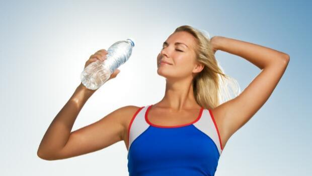 跑者要养成补水习惯 长跑前后都应喝水