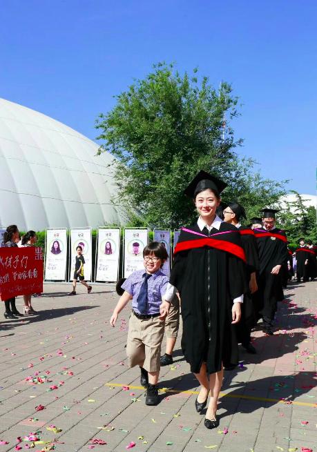 北京市私立汇佳学校迎来第18届IB高中毕业典礼