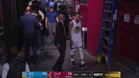 【影片】啥情況?柯瑞第3節末段一度返更衣室,具體原因不明!-Haters-黑特籃球NBA新聞影音圖片分享社區