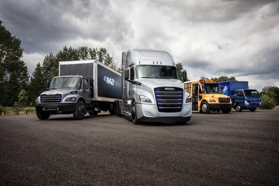 打造电动商用车 戴姆勒推eCascadia和eM2纯电卡车