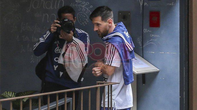 梅西宴请阿根廷全队:兄弟们吃饱喝足 然后去夺冠!