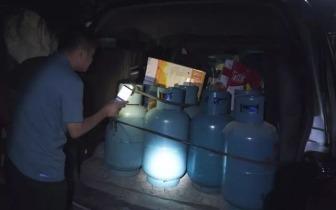 """违规运输19罐液化气  交警及时清除""""移动炸弹"""""""