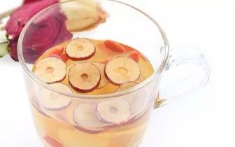 如何泡制一杯补气血的桂圆红枣枸杞茶