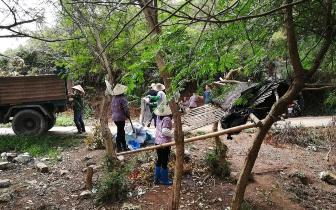 东兴开展专项整治竹山村沿海一带的走私望风棚