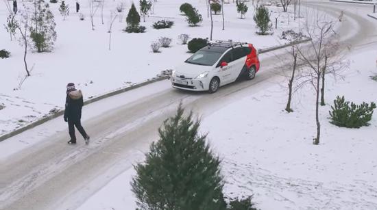 雪天+民众不守交规,无人驾驶能搞定莫斯科路试吗