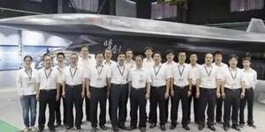 暗剑无人机亮相为中国六代机铺路