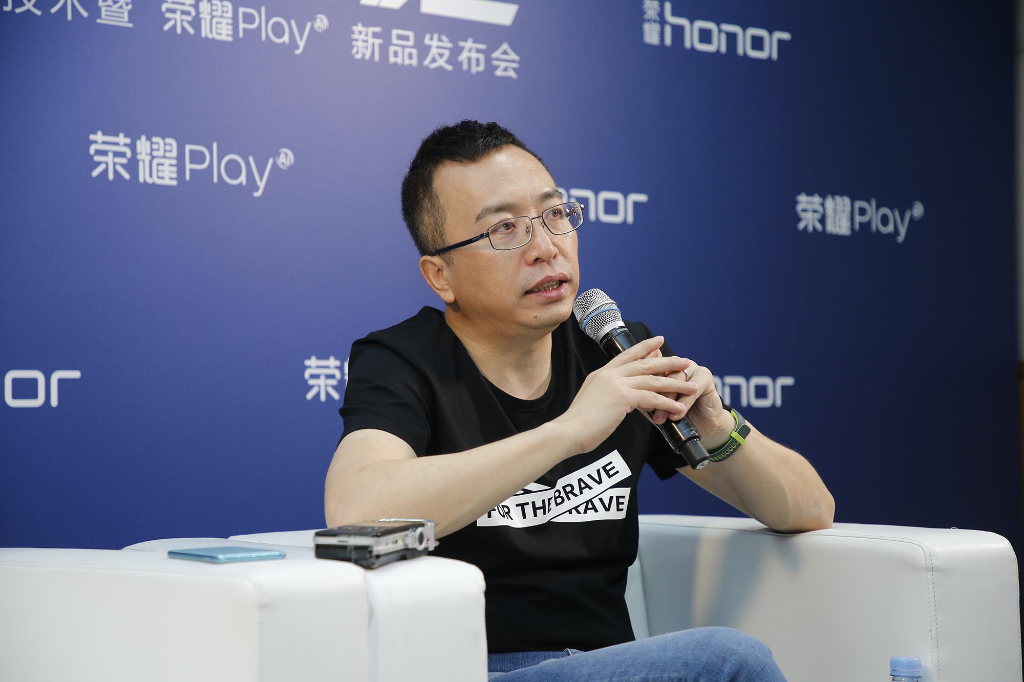 荣耀赵明:互联网手机小米营销最强,但荣耀效率最高