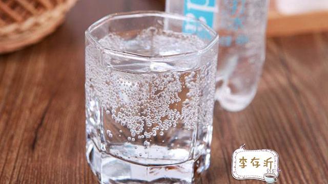 长期喝苏打水对身体好吗?什么人可以经常喝些苏打水?