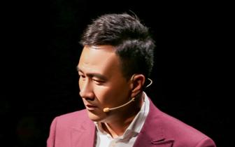 《青春同学会》胡军演绎舞台版贺涵 获公演观众