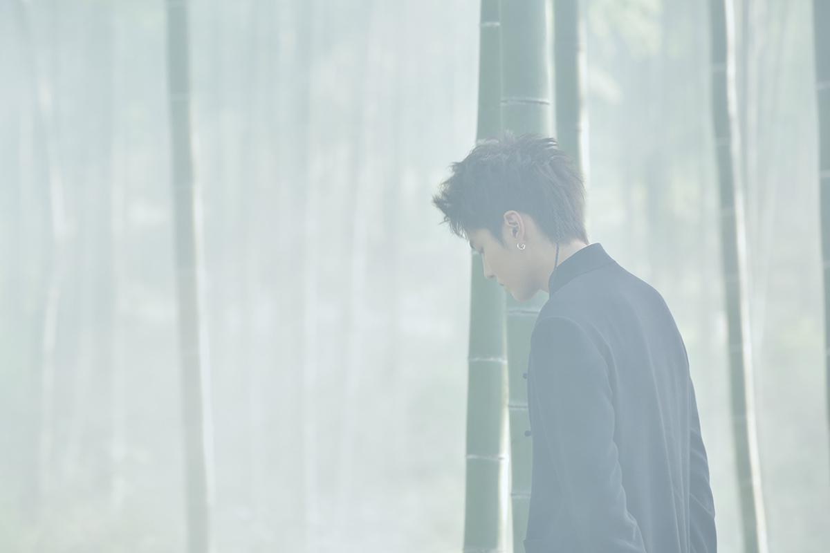 吴亦凡中文单曲《天地》MV上线   首次担任导演