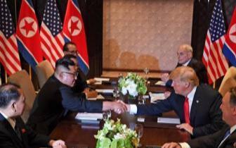 特朗普称金正恩接受访白宫邀请 暂不解除对朝制裁