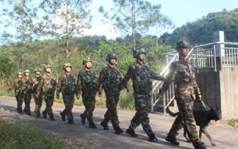 广西防城港边防官兵热心救助受骗群众回家