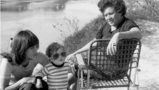 梅球王珍藏版童年照曝光 戴大墨镜的呆萌小胖子