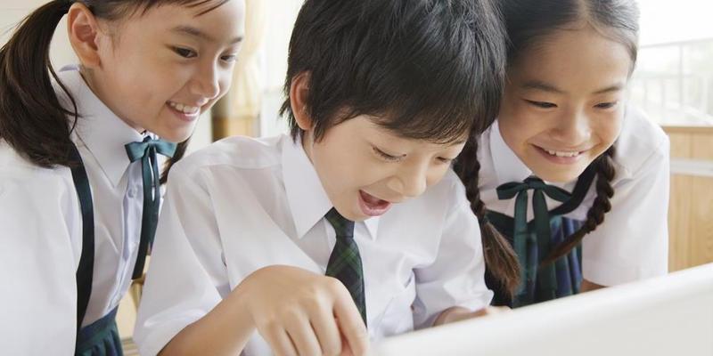 中国小留学生赴美留学 融入美国文化成问题