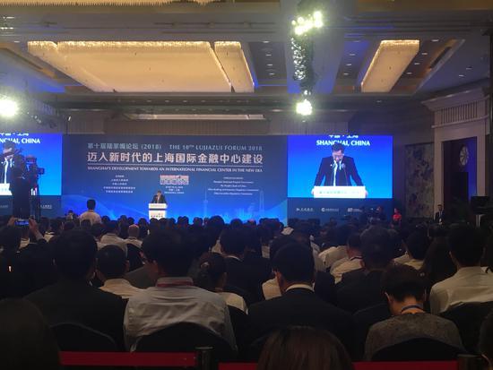 央行行长易纲:稳步推进资本项目可兑换