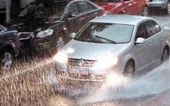 雨天行车 司机的这些驾驶行为很危险