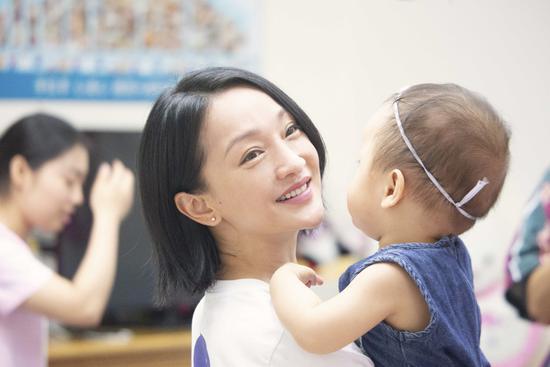 ONE NIGHT 给小孩探访 周迅刘雯共奏可爱交响曲
