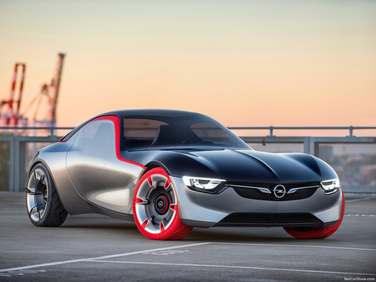 2016年日内瓦车展上亮相的欧宝GT概念车