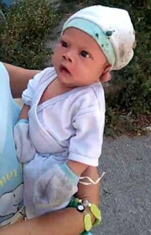 公墓传来啼哭声 居民在墓地里发现两个月大男婴