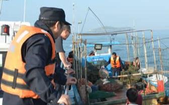 """福州海洋与渔业执法支队凌晨出击擒获6艘""""黑船"""""""