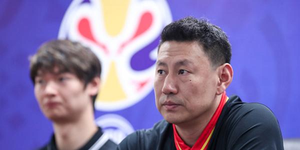 男篮红队世预赛发布会 李楠携王哲林出席