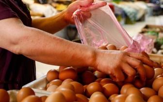郑州鸡蛋价格飙升 卖鸡蛋的却表示快要哭了