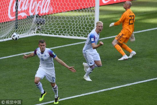 幸福感爆棚!冰岛世界杯首秀进球 33万人今夜无