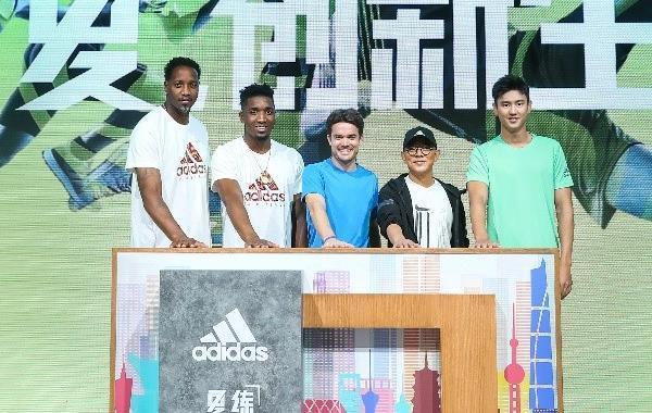 宁泽涛与麦蒂为夏练国度揭幕