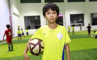 琼中女足吴优当选世界杯牵手球童 梦想当足球教练